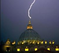 rayo impacta en el Vaticano